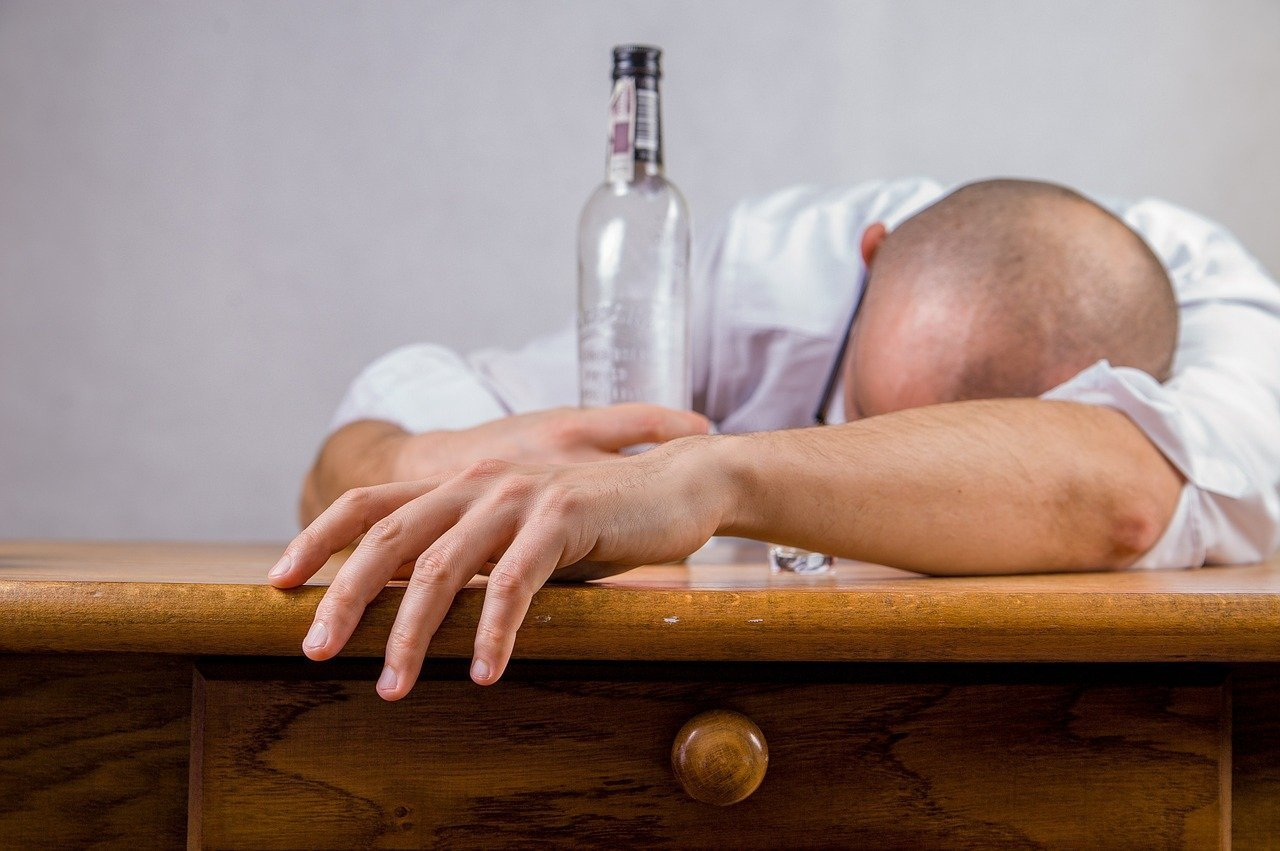 Estrés laboral y consumo de alcohol