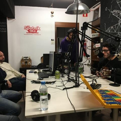 Hablando sobre sesgos cognitivos y noticias falsas en Cer0 Izquierdo de Sputnik Radio